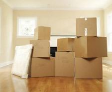 pile de cartons avant déménagement